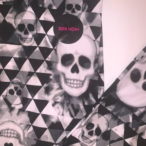 NWT leggings with skulls - w/a lot of stretch